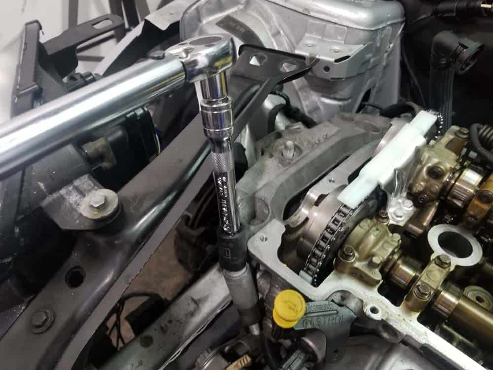 MINI R56 timing chain replacement - install the engine mount support bracket