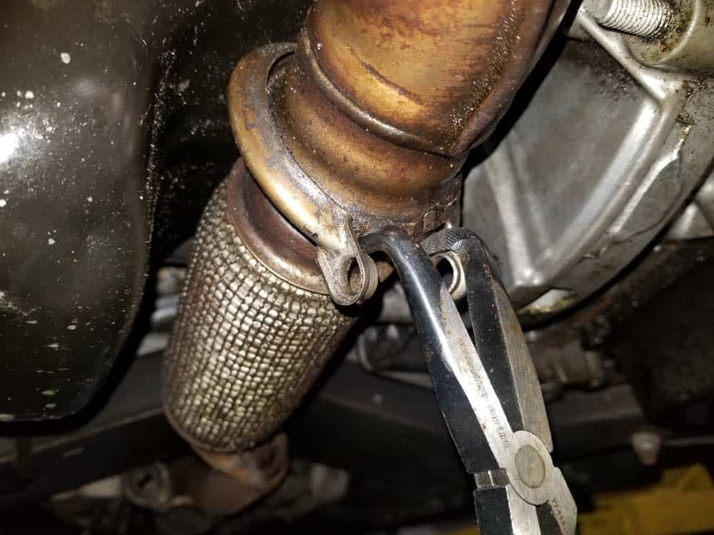 MINI R56 oil filter housing leak repair - exhaust pipe clamp