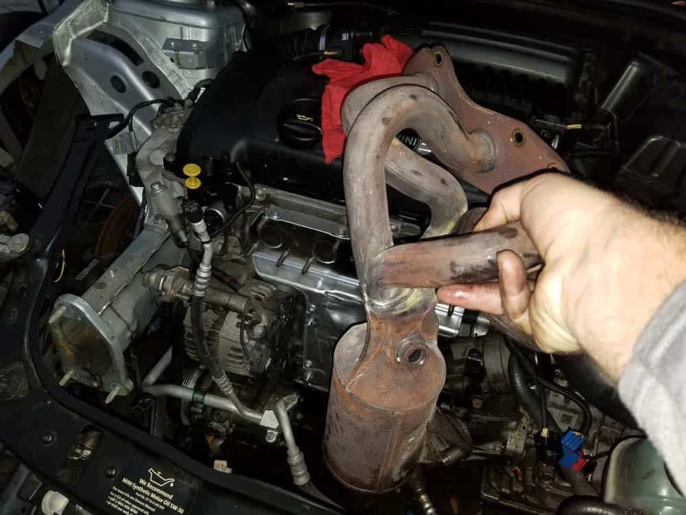 Remove the exhaust manifold from the vehicle