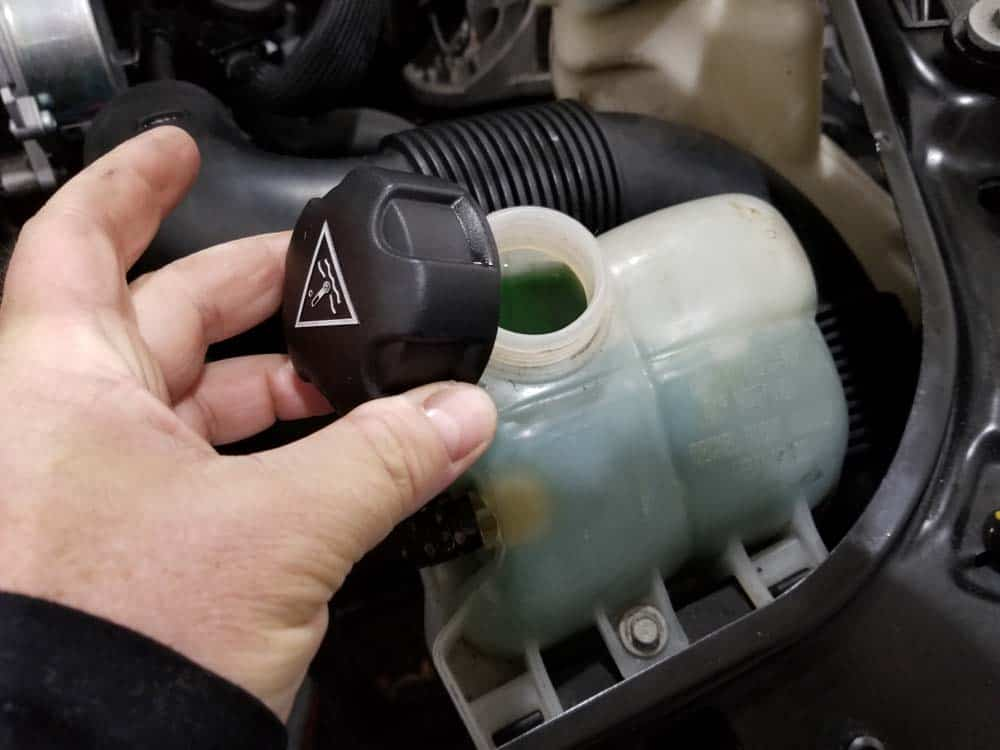 MINI R56 oil filter housing leak repair - remove the cap from the coolant reservoir