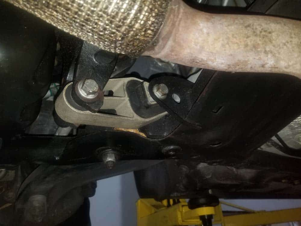 MINI R56 engine mount replacement - lower engine mount