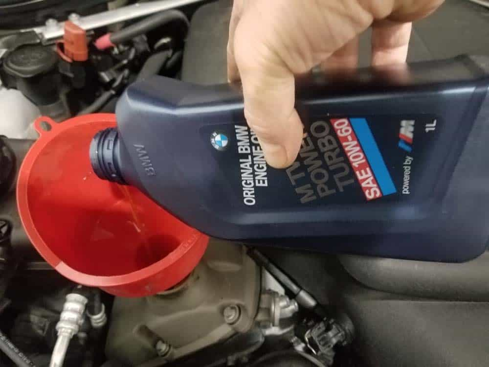 How Much Is An Oil Change For A Bmw >> Bmw E90 M3 Oil Change 2007 2013 E9x M3 S65 8 Cylinder