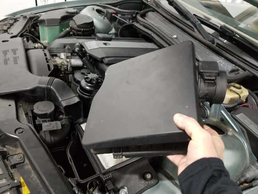 Remove the intake muffler lid from the vehicle