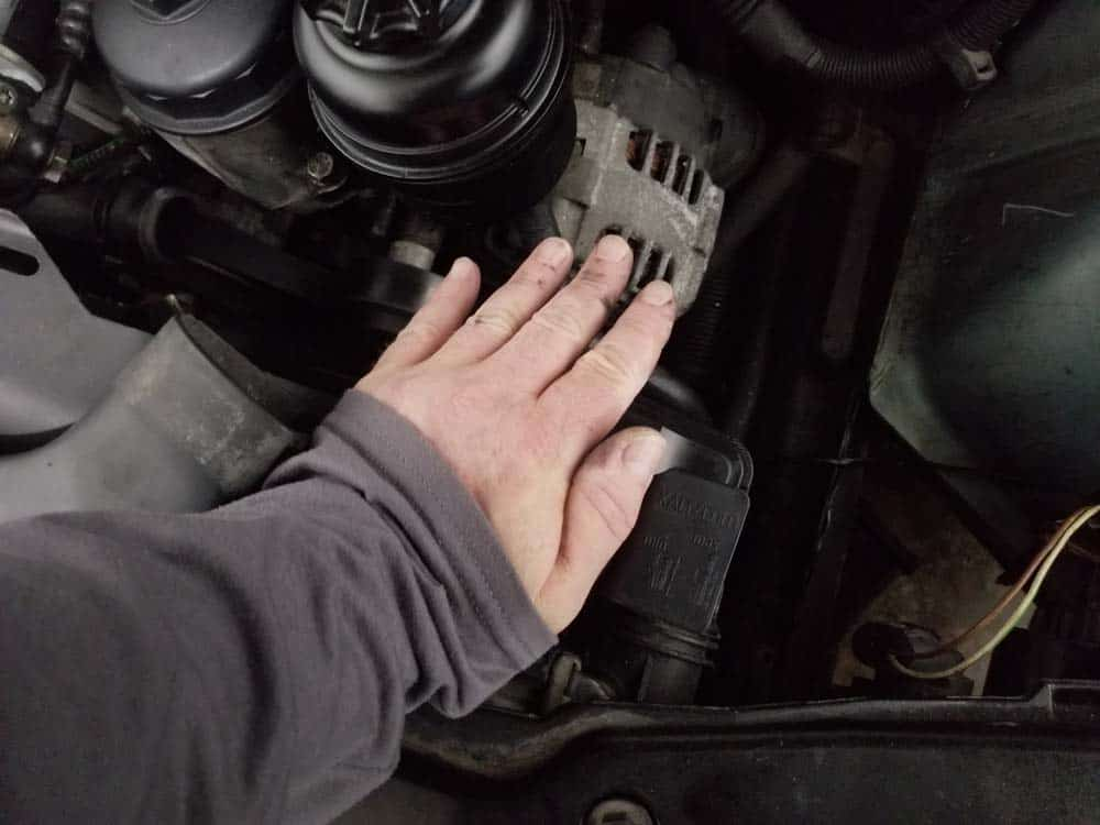 bmw e46 coolant radiator - use the palm of your hand to set the tank in place