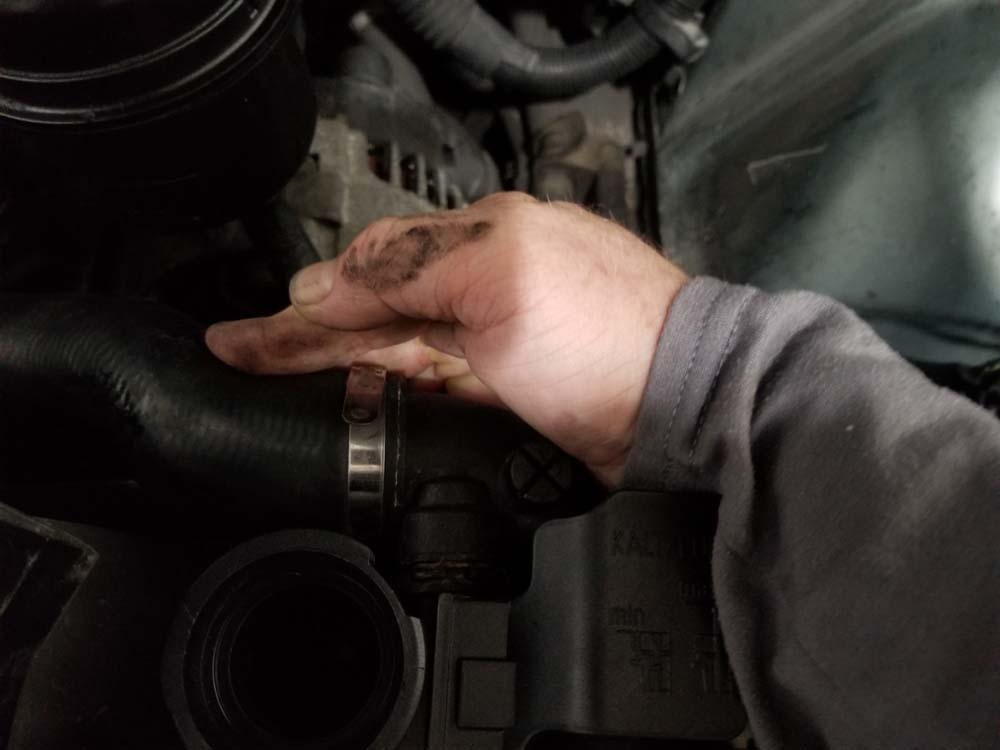 bmw e46 radiator - install the upper radiator hose.