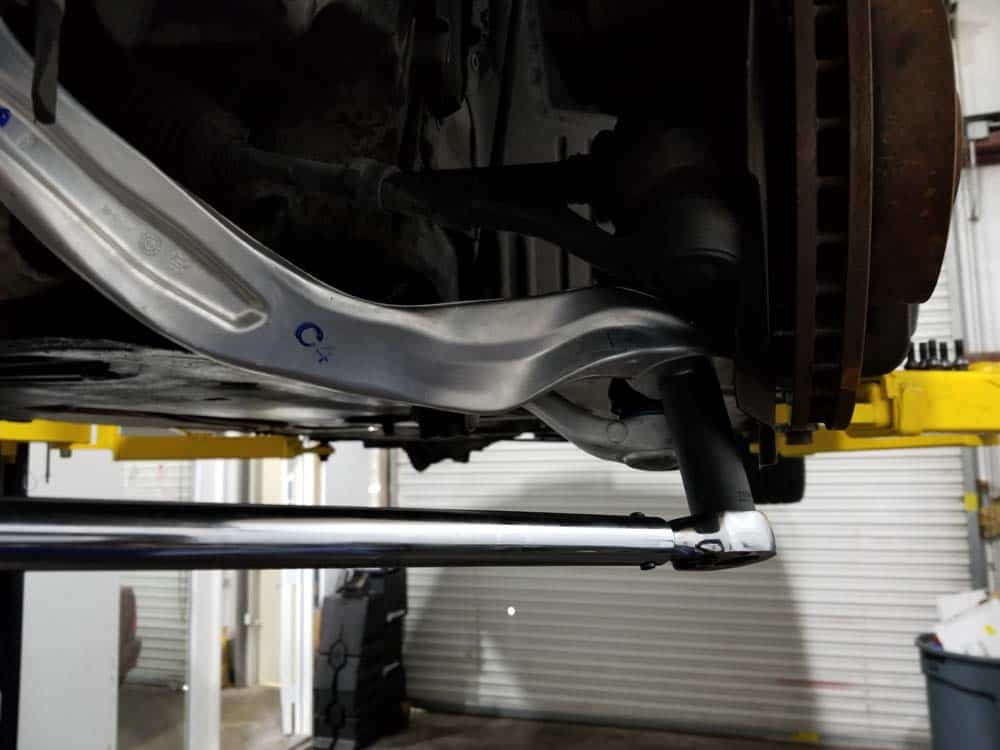 bmw e60 front axle shaft - Install the upper control arm and torque to 165 Nm (122 ft-lb).