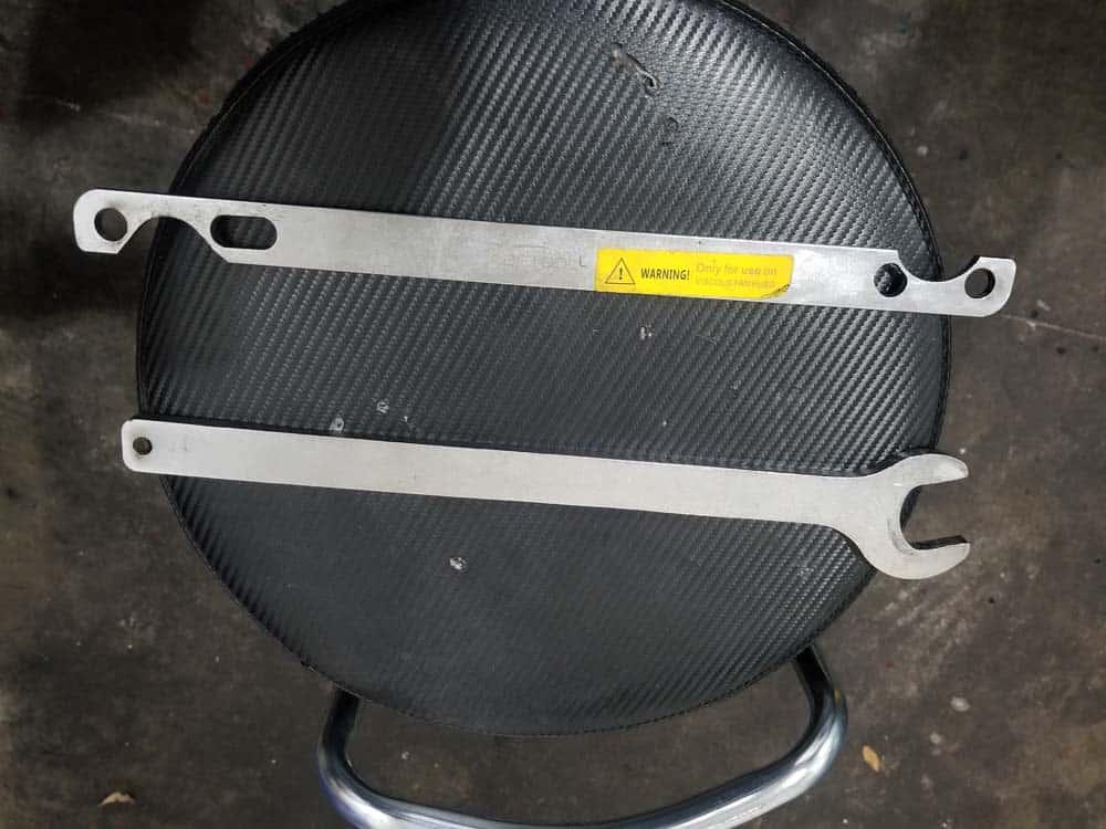 Fan clutch removal tool