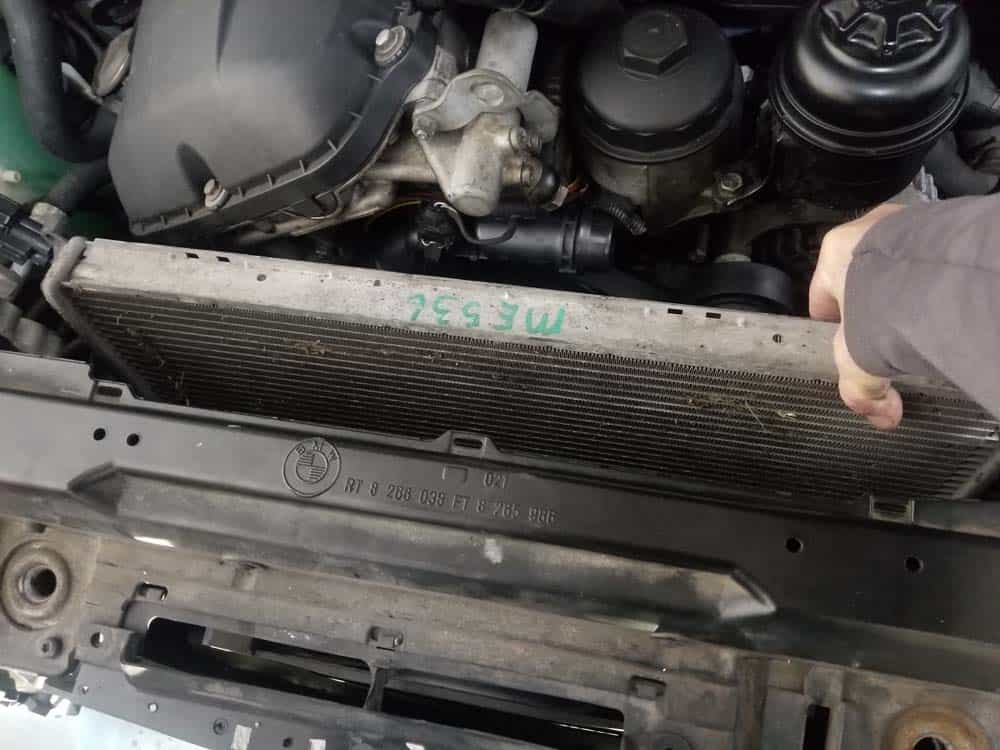bmw e46 radiator - Tilt the radiator backward to remove