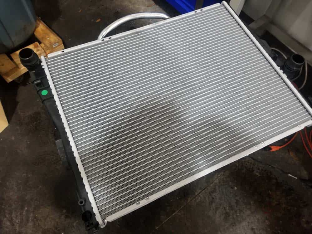 bmw e46 radiator - unpack the new radiator and double check the part number