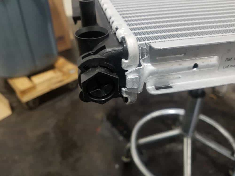 bmw e46 radiator - If the drain plug is not already installed, install it now.