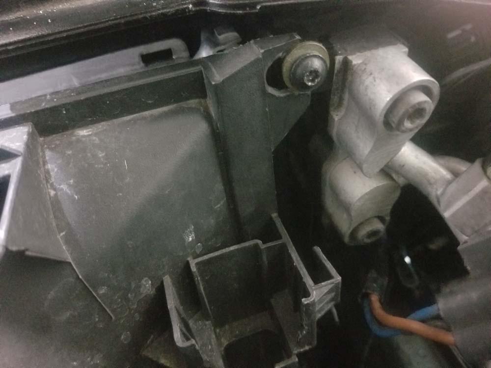 bmw e46 radiator - reinstall the right radiator mounting screw