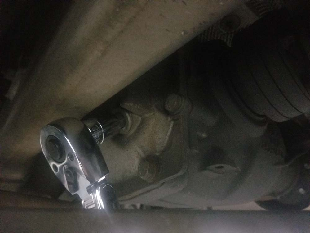 BMW E60 differential service - Use a 14mm hex socket to remove the fill/drain plug.