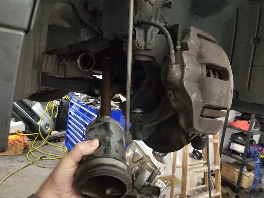 bmw e60 front axle shaft - Remove the drive axle from the vehicle behind the steering knuckle.