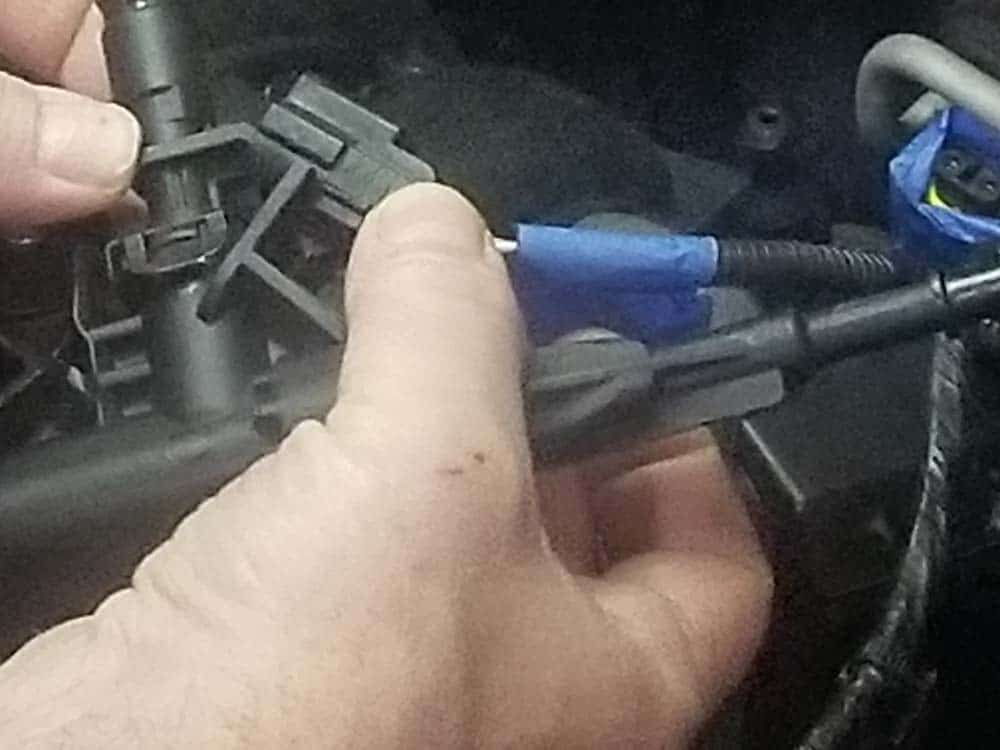 MINI R56 fuel injectors - Reinstall the electrical connections. Make sure to hear them