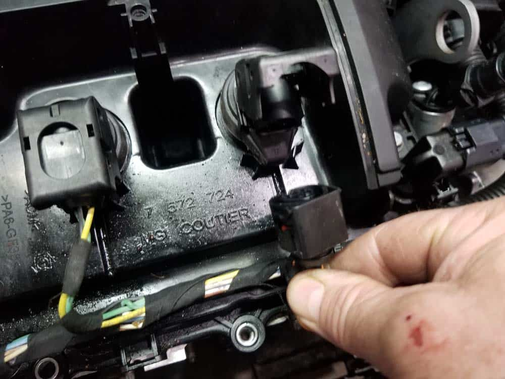 MINI R56 Tune Up - Pull the socket free from the coil.