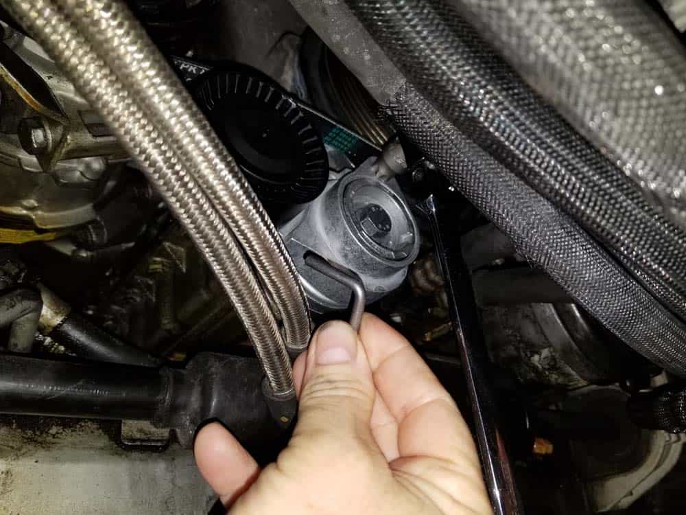 bmw E63 pulley replacement - Remove the tensioner lock pin and release the pulley.