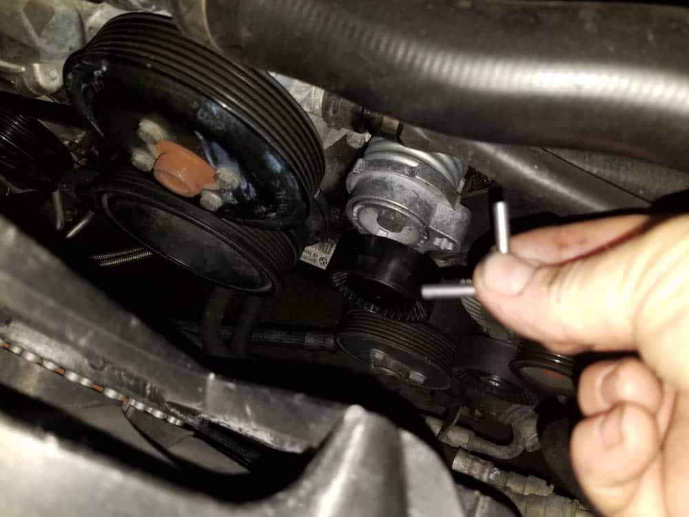 bmw E63 pulley replacement - Remove the locking pin from the new accessory belt tensioner.