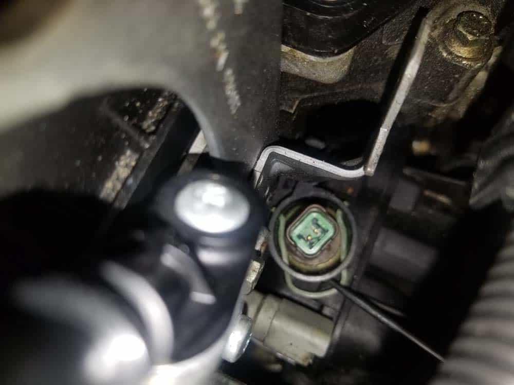 MINI R56 coolant temperature sensor - Use a metal pick to remove the sensor's locking clip.