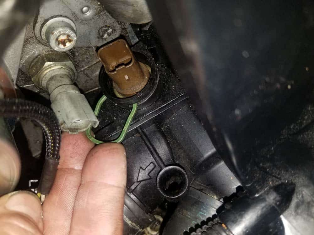 MINI R56 coolant temperature sensor - Reinstall the steel locking clip.
