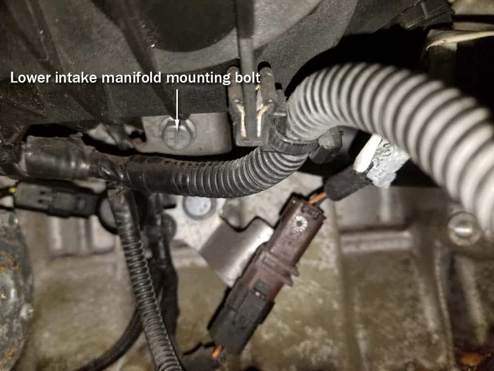 MINI R56 water pipe replacement - Lower intake manifold mounting bolt