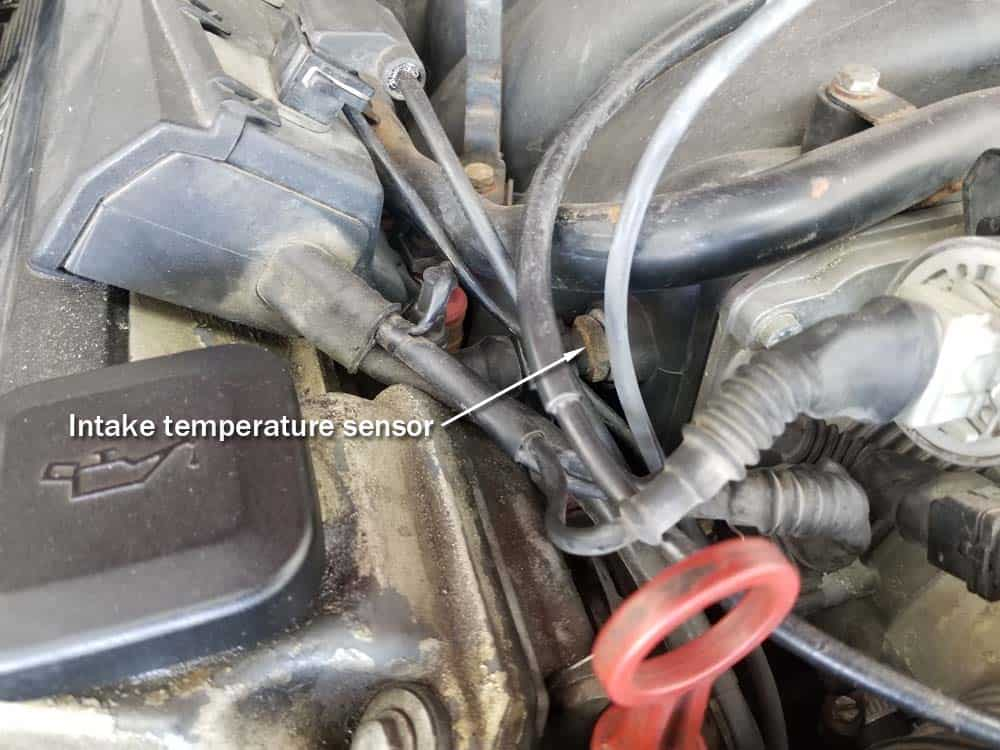 bmw m60 intake temperature sensor - Sensor location