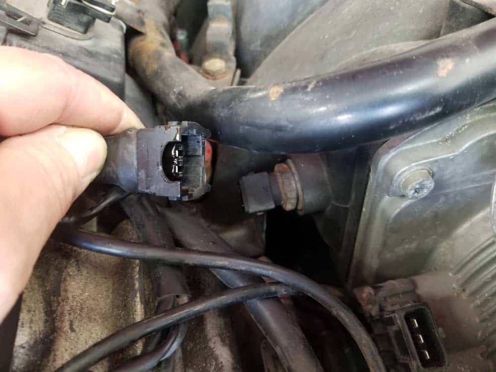 bmw m60 intake temperature sensor - Remove the plug from the sensor.