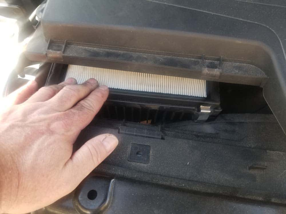 bmw f30 air filter replacement - Install the new air filter
