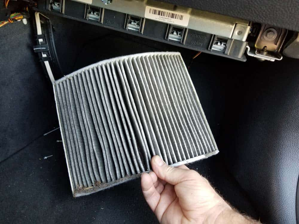 bmw f3x cabin filter - Pull the cabin filter out of the housing