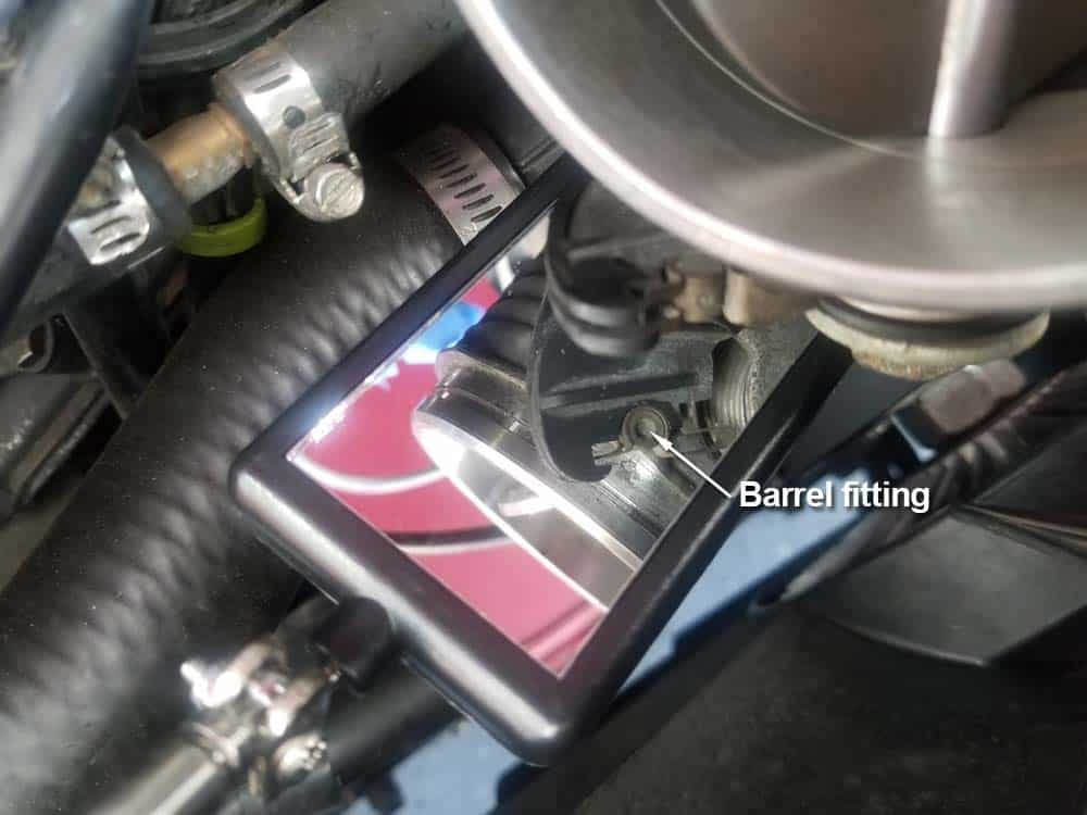 bmw M60 throttle body gasket replacement - Locate the bowden cable's barrel fitting