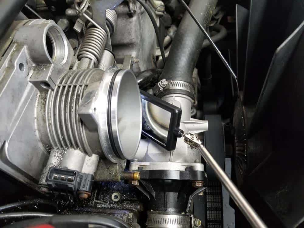 bmw M60 throttle body gasket replacement - Use an inspection mirror to find the center bottom bolt