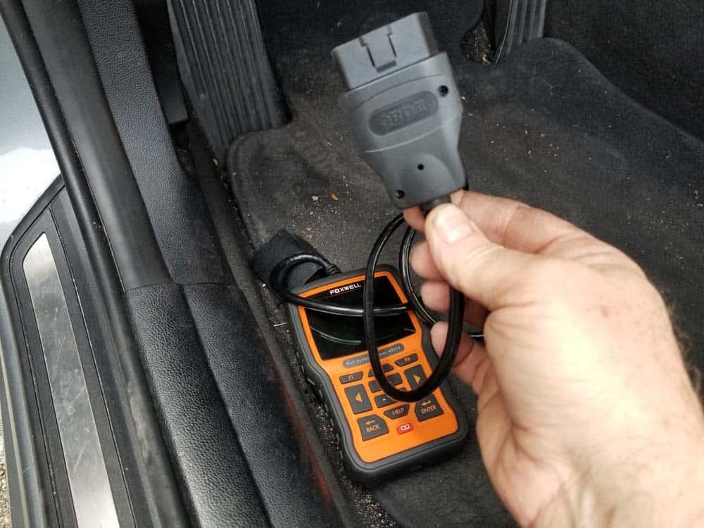 bmw battery registration - Plug the diagnostic scanner into the OBD2 port