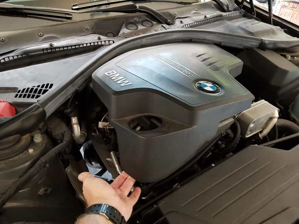 bmw f30 spark plug replacement - Remove the engine cover