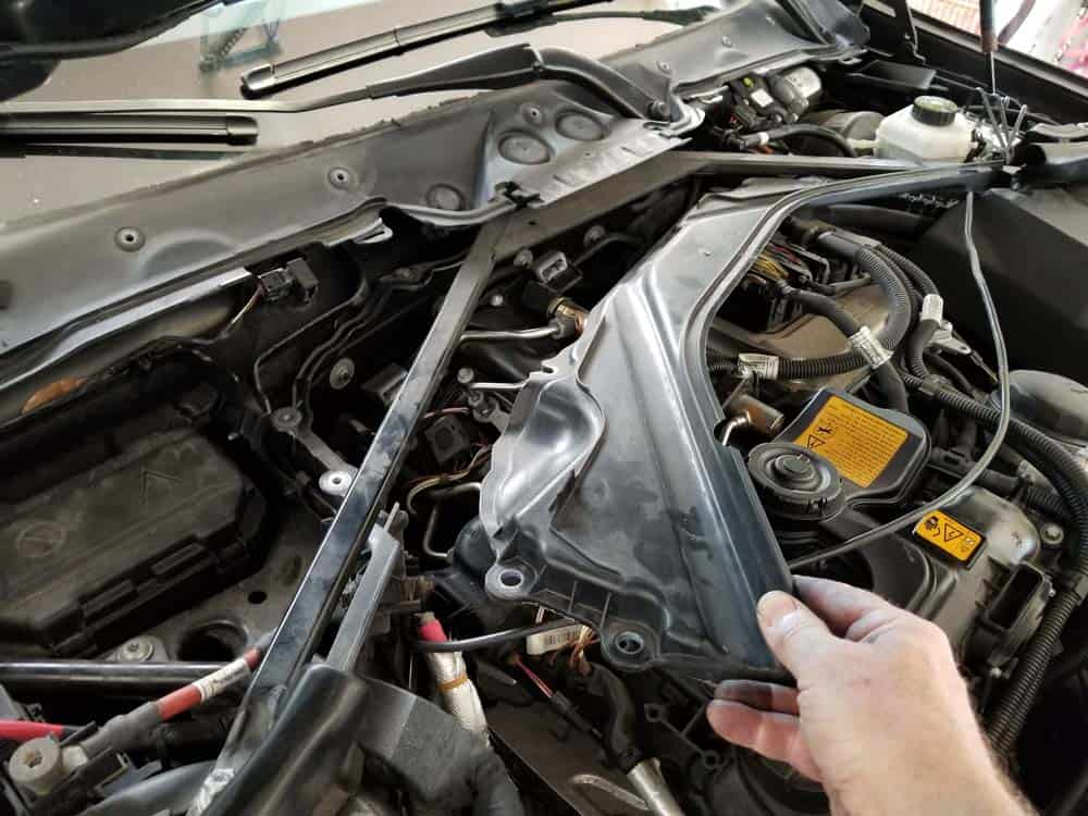Remove the upper partition from the engine compartment.