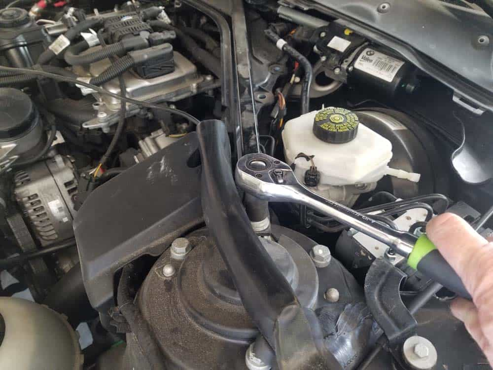 bmw f30 spark plug replacement - Use an E18 torx socket to remove the left strut brace bolt