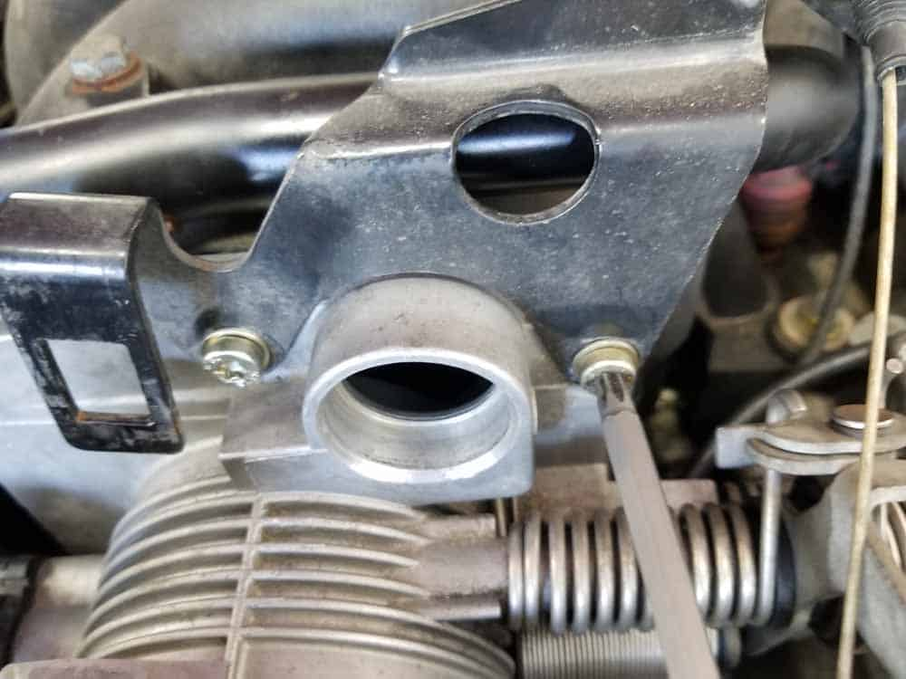 bmw M60 throttle body gasket replacement - Dont forget to install the throttle cable bracket with the mounting bolts