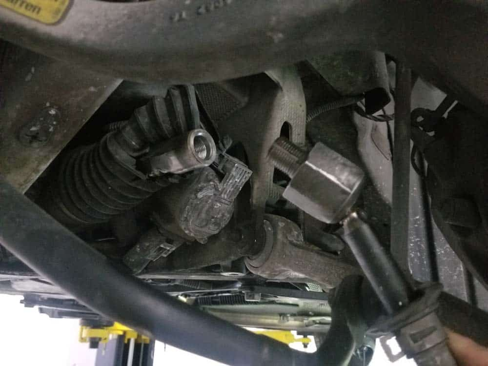 bmw e63 tie rod replacement - Remove the tie rod from steering rack