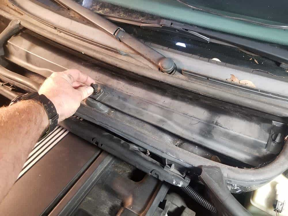 bmw m52 intake manifold removal - Remove the microfilter cover