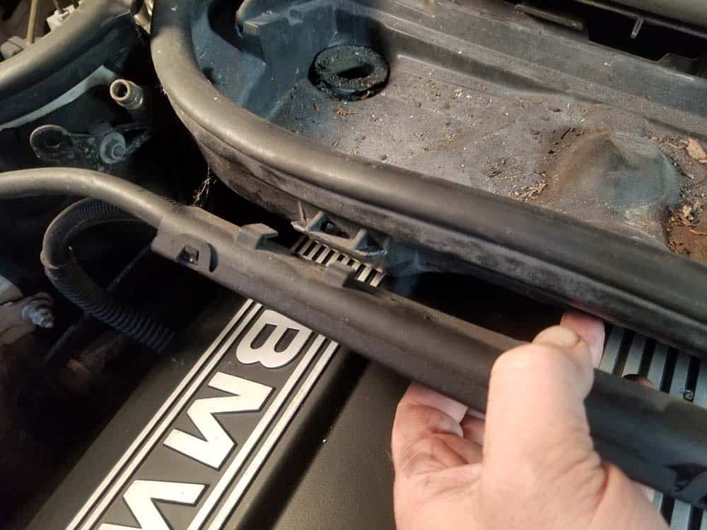 bmw m52 intake manifold removal - Pull the wiring harness free from the microfilter housing