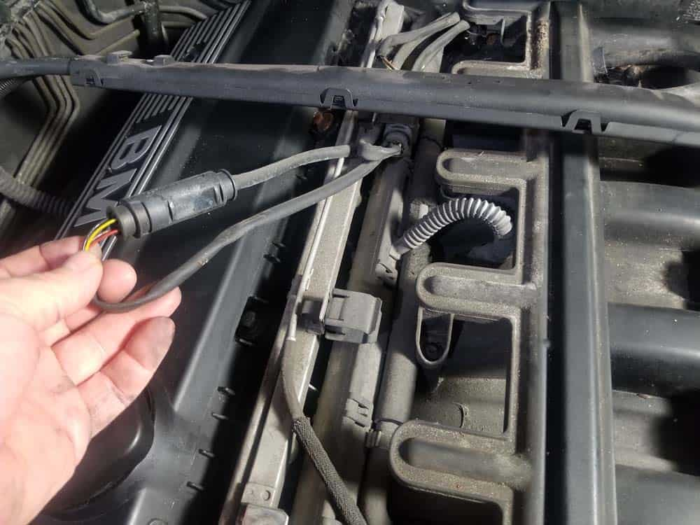bmw e46 fuel injector replacement - Stow the oxygen sensor wires in a safe place