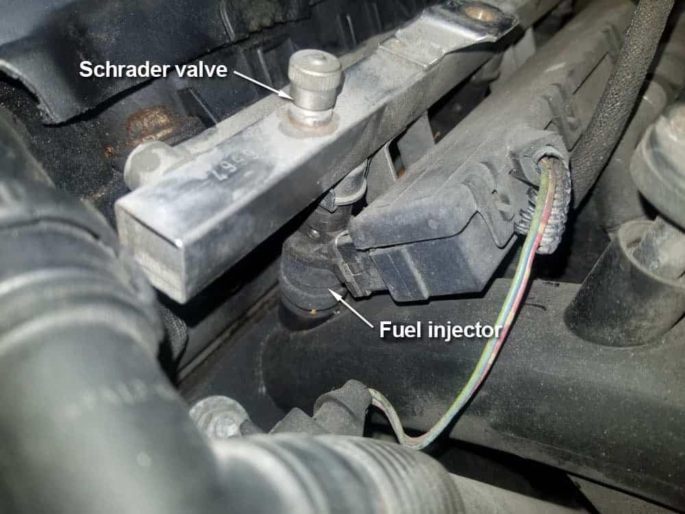 bmw m52 intake manifold removal - The fuel rail Schrader valve