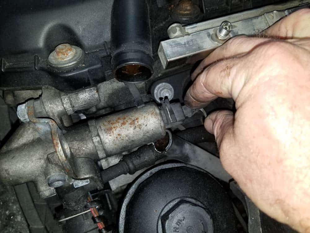 bmw e46 fuel injector replacement - Unplug the solenoid valve
