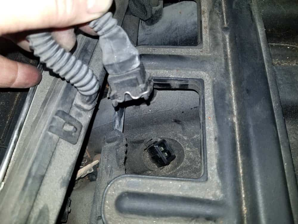 bmw m52 intake manifold removal - Unplug the air temperature sensor from the top of the intake manifold