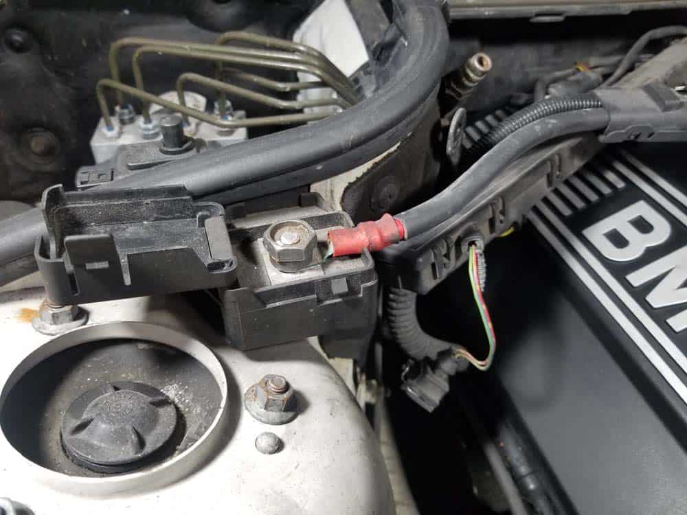 bmw m52 intake manifold removal - The positive battery terminal in the engine compartment