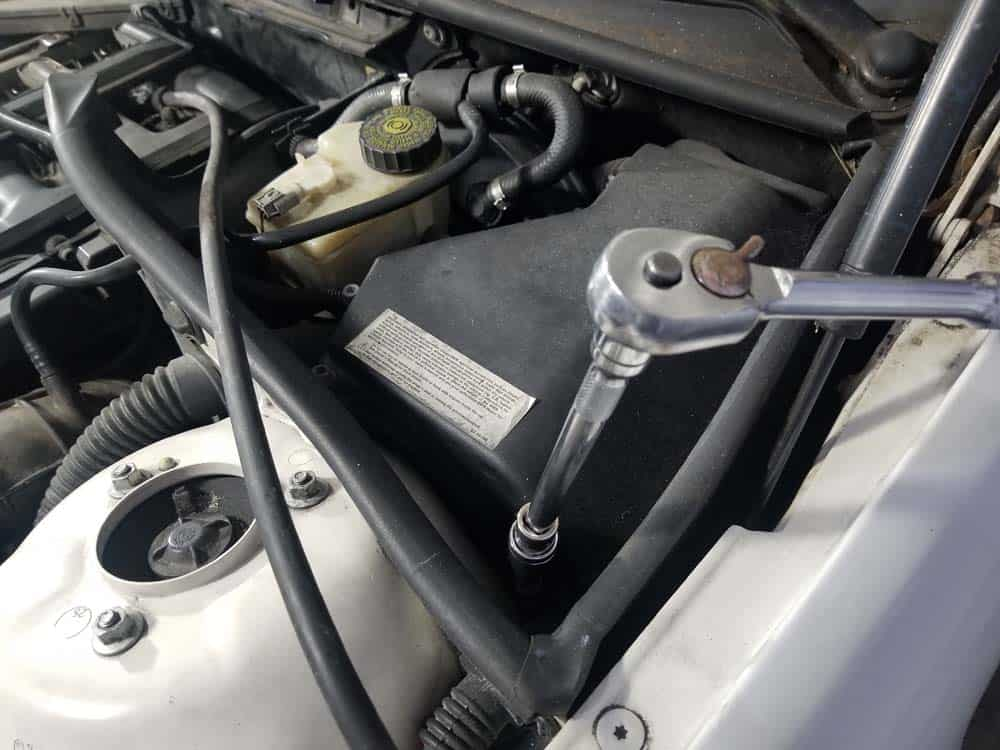 bmw m52 intake manifold removal - Use a T30 torx bit to remove the E-box lid screws