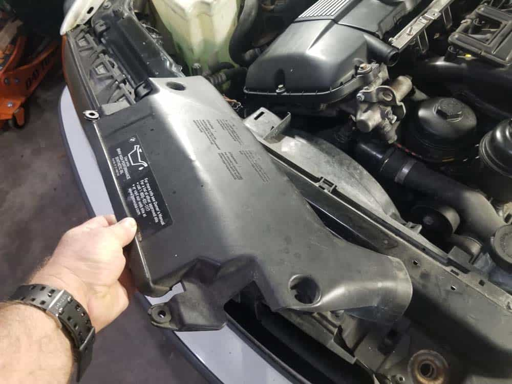 bmw m52 intake manifold removal - Remove the intake snorkel from the front of the engine