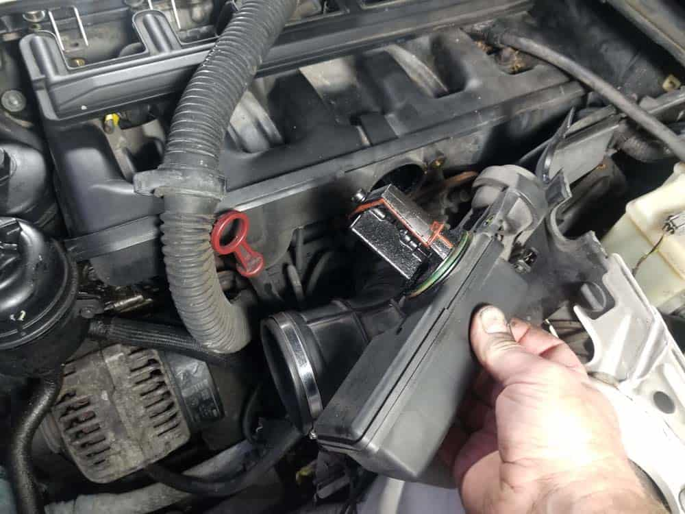 bmw m52 intake manifold removal - Pull the DISA valve free from the intake manifold