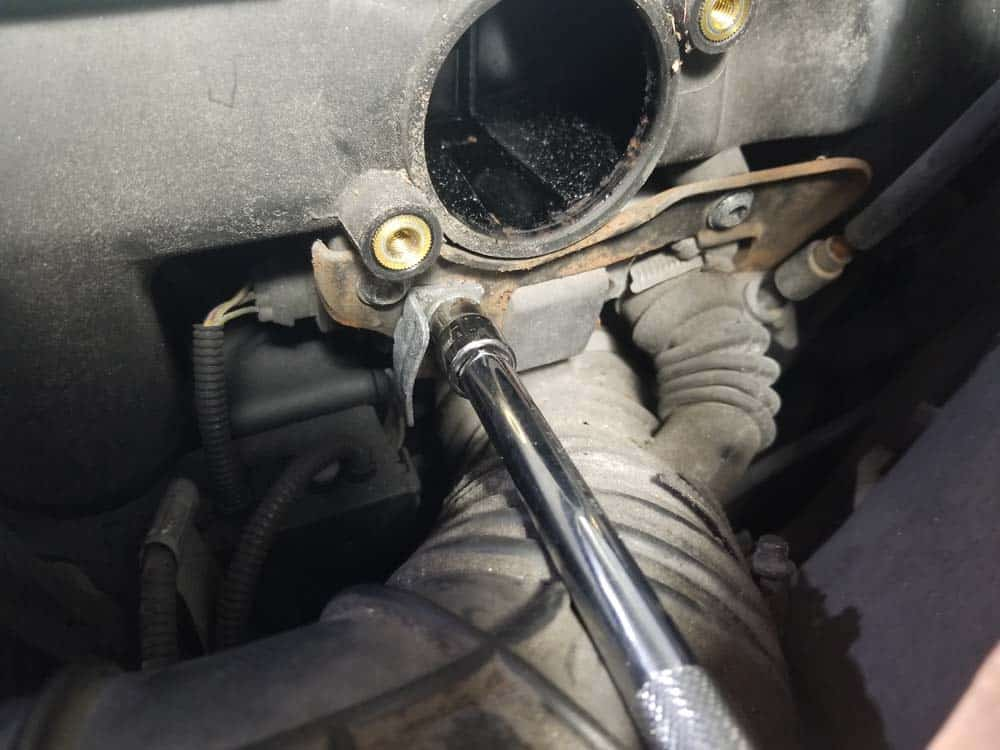 bmw m52 intake manifold removal - Remove the wiring harness bracket from the idle control valve