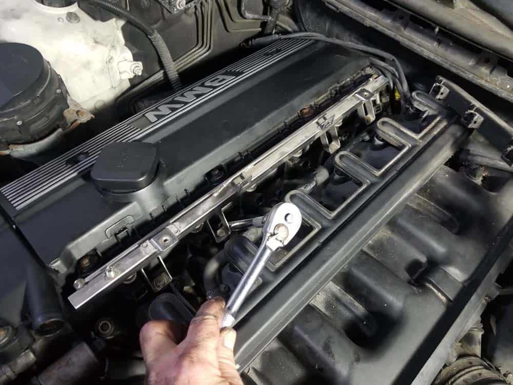 bmw m52 intake manifold removal - Remove the nine upper intake manifold mounting nuts