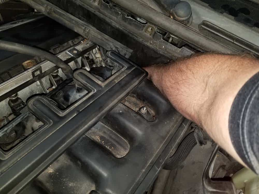 bmw m52 intake manifold removal - The coolant temperature sensor must be unplugged behind the intake manifold.