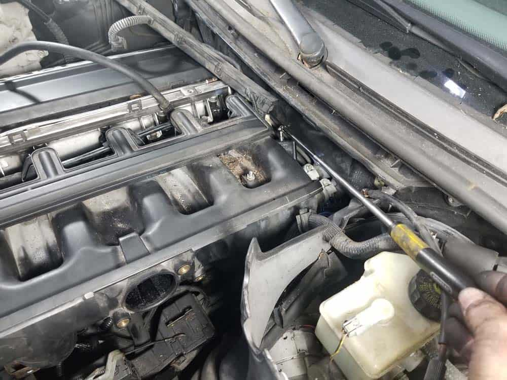 bmw m52 intake manifold removal - Use an inspection mirror to find the coolant temperature sensor.